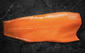 """""""Helvetic Salmon"""" - fumé et coupé en tranches"""