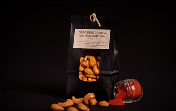 Roasted cashew nuts with smoked paprika