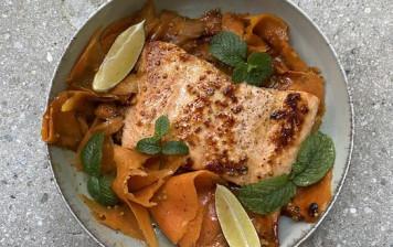 Filet de saumon glacées aux carottes